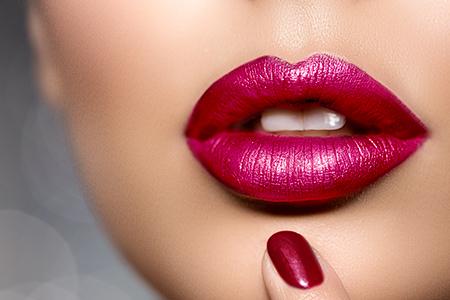 Урок: Как да гримираме устните? Достатъчни са само 5 стъпки